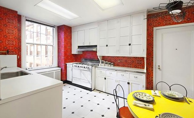 This vintage 1924 apartment has saved most of its decor detail for Georgian style kitchen designs