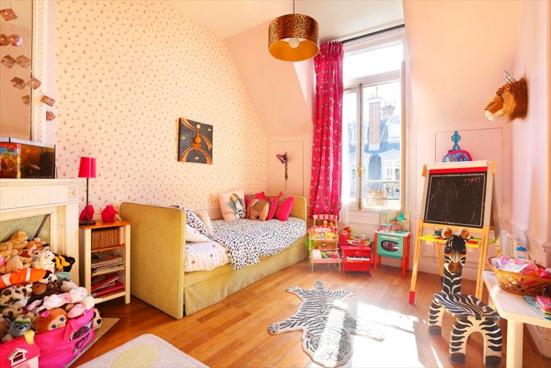 Authentic beauty of a parisian apartment decor - Pink and purple kids room ideas ...