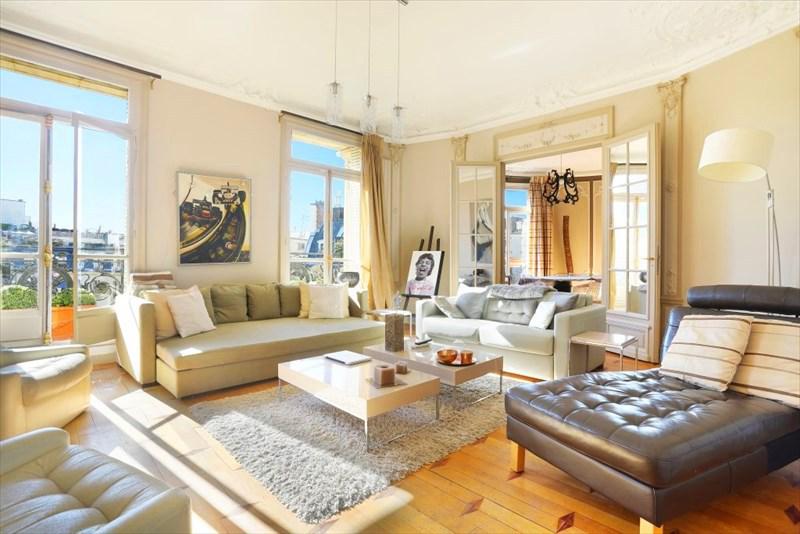authentic beauty of a parisian apartment decor. Black Bedroom Furniture Sets. Home Design Ideas