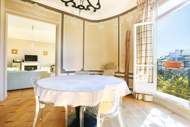 Authentic beauty of a parisian apartment decor for Best dining rooms paris