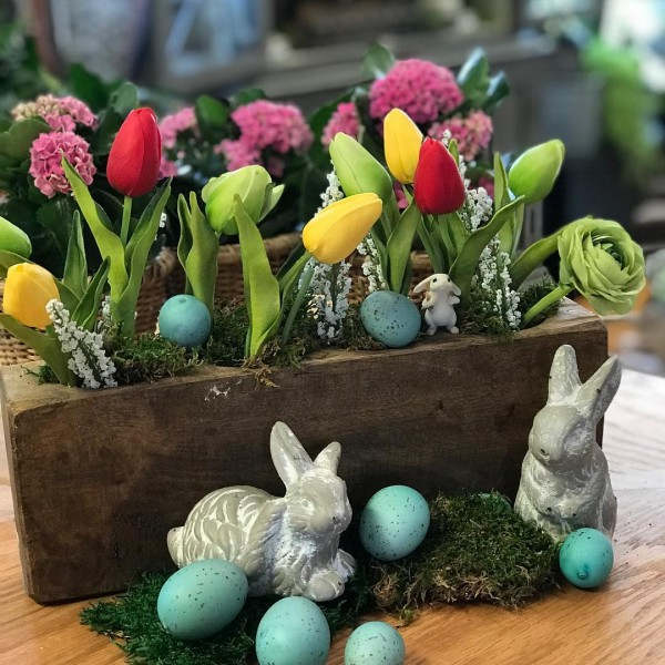 You have to see this #Easter centerpiece idea with a planter box. Love it! #HomeDecorIdeas @istandarddesign