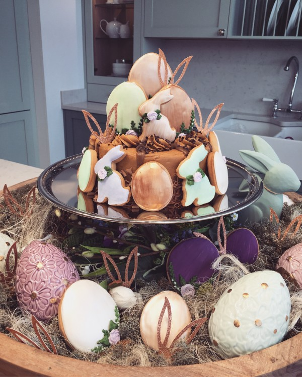You have to see this #Easter centerpiece idea with a cake stand. Love it! #HomeDecorIdeas @istandarddesign