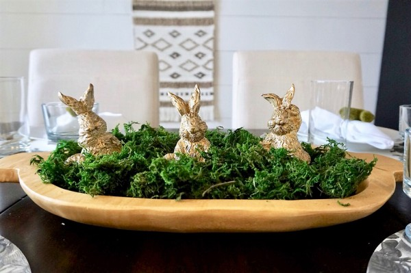 You have to see this #Easter centerpiece idea with a golden bunny tray. Love it! #HomeDecorIdeas @istandarddesign