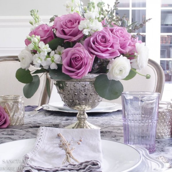 You have to see this #Easter centerpiece idea with roses. Love it! #HomeDecorIdeas @istandarddesign