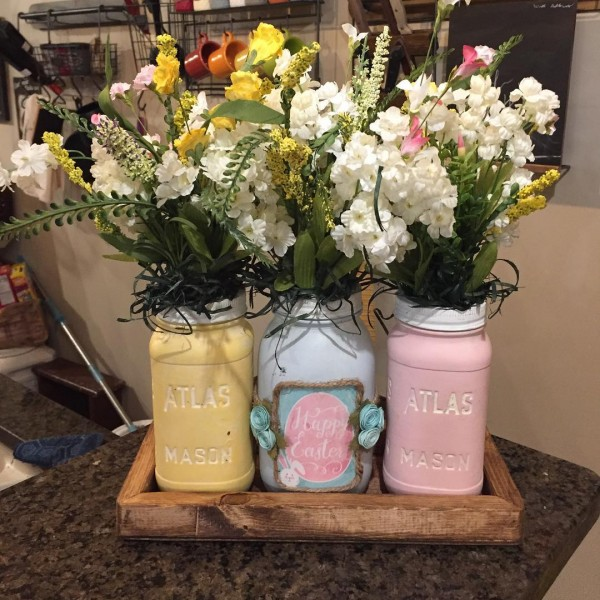 You have to see this #Easter centerpiece idea with mason jars. Love it! #HomeDecorIdeas @istandarddesign