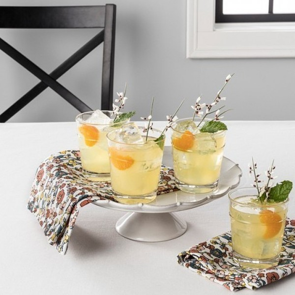 You have to see this #Easter centerpiece idea with a beverage tray. Love it! #HomeDecorIdeas @istandarddesign