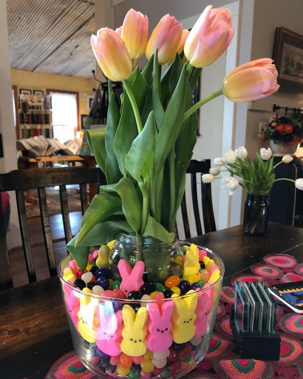 You have to see this #Easter centerpiece idea with jelly bunnies. Love it! #HomeDecorIdeas @istandarddesign