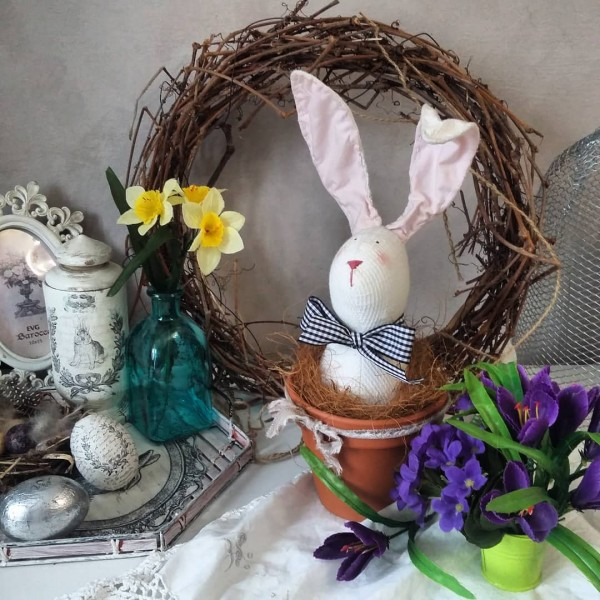 You have to see this #Easter centerpiece idea with a bunny in a pot. Love it! #HomeDecorIdeas @istandarddesign