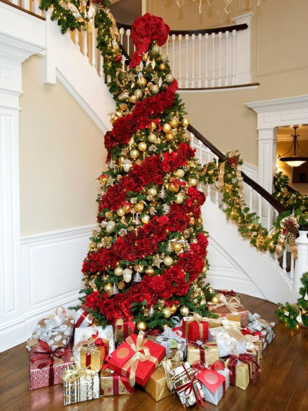 40 Christmas Tree Decorating Ideas to Try This Season