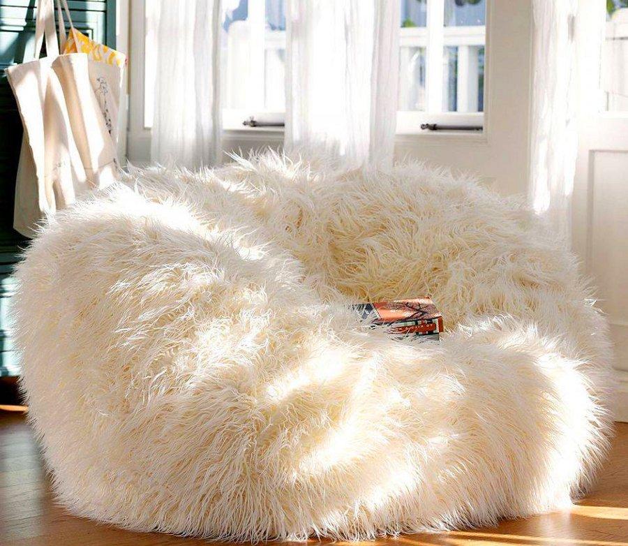Fuzzy pouf