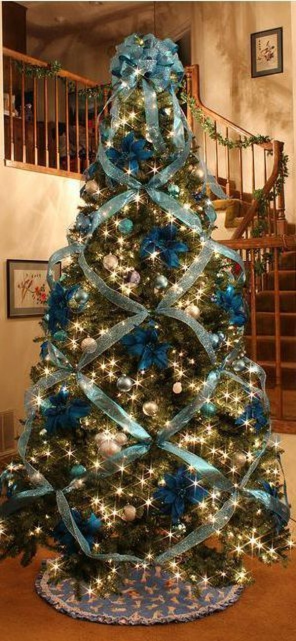How to Criss Cross Ribbons on a Christmas Tree