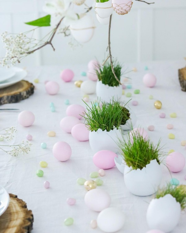 You have to see this  centerpiece idea with egg shell pods. Love it!