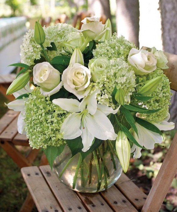 You have to see this  centerpiece idea with flower arrangement. Love it!