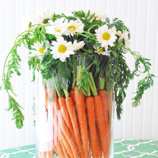 You have to see this  centerpiece idea with carrots and daisies. Love it!
