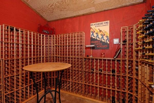 Contemporary wine cellar in Santa Clara, CA