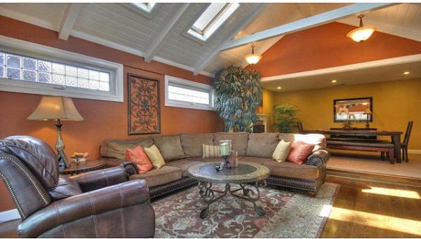 Vaulted ceiling home design in Santa Clara, CA
