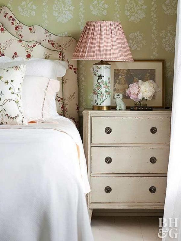 Vintage decor floral accents