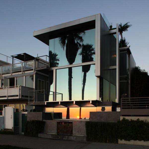 Modern Mirror Glass House