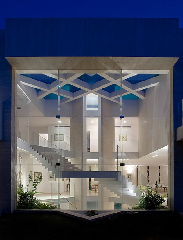 Magnificent Glass House Exterior