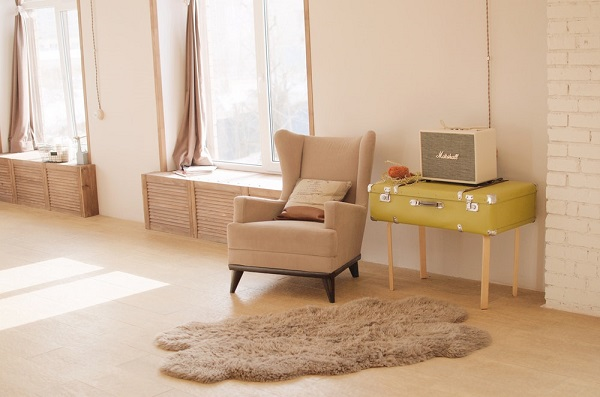 Make Use of Window Sills in a Living Room without Sofa
