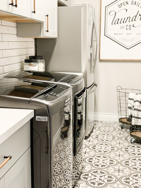 A Faux Farmhouse Laundry Room