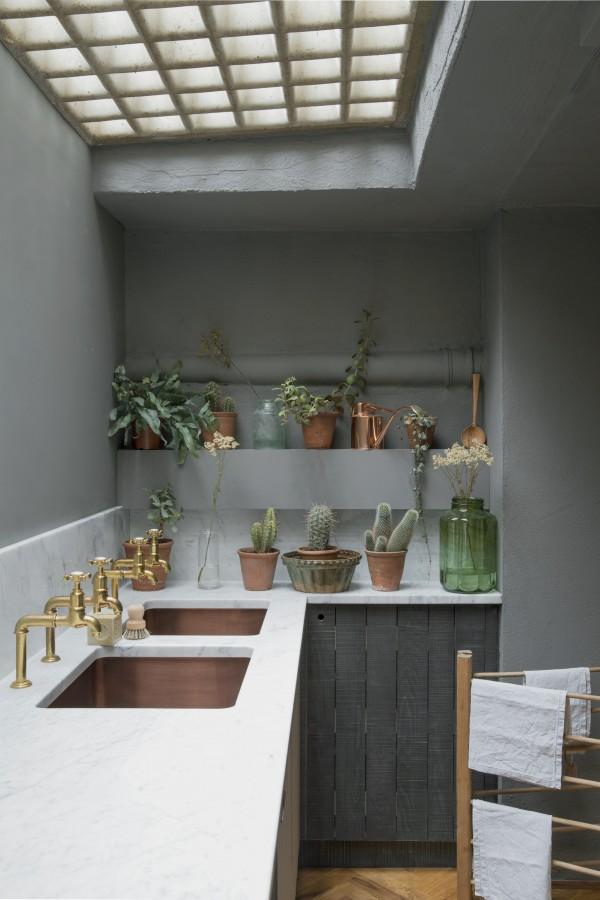 Modern farmhouse kitchen by Sebastian Cox for deVol