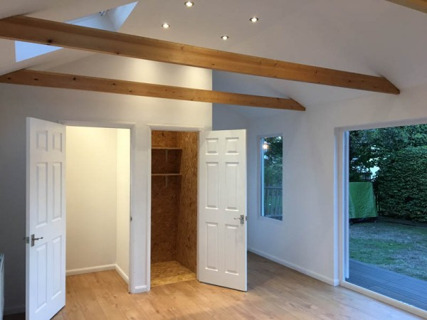 Garden room with vaulted ceiling