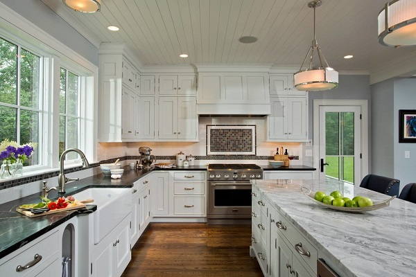 Shaker cabinets in a farmhouse kitchen