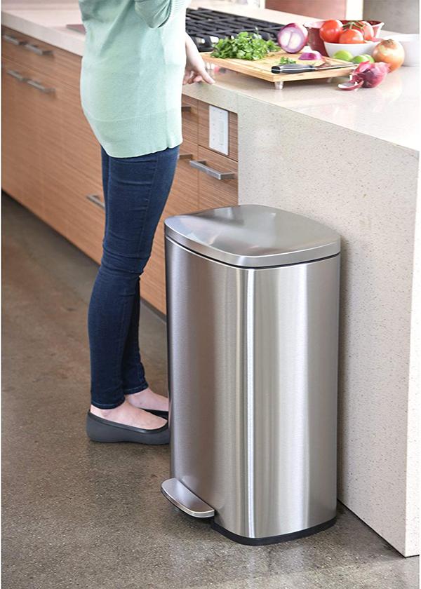 13 Gallon Trash Can