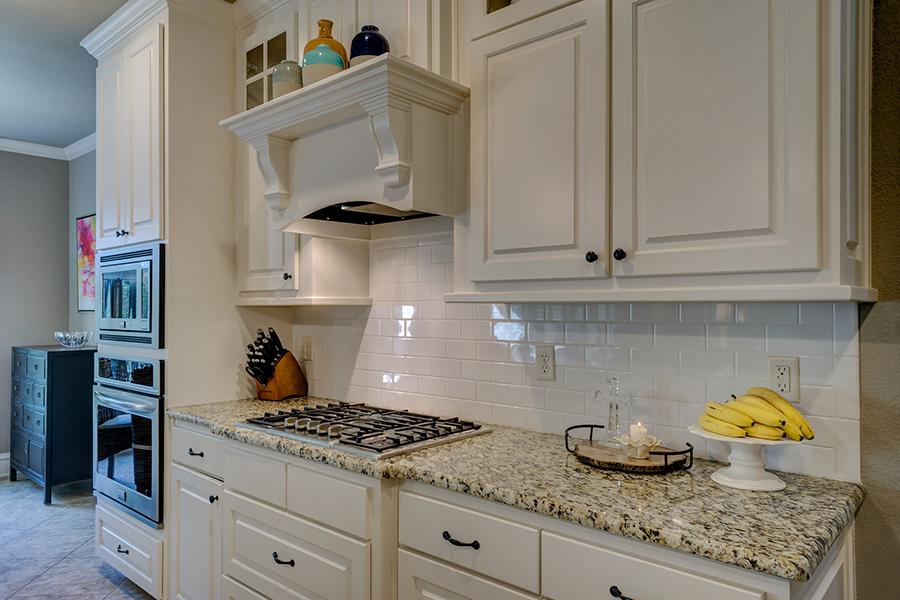 25 Beautiful Kitchen Cabinet Hardware Ideas