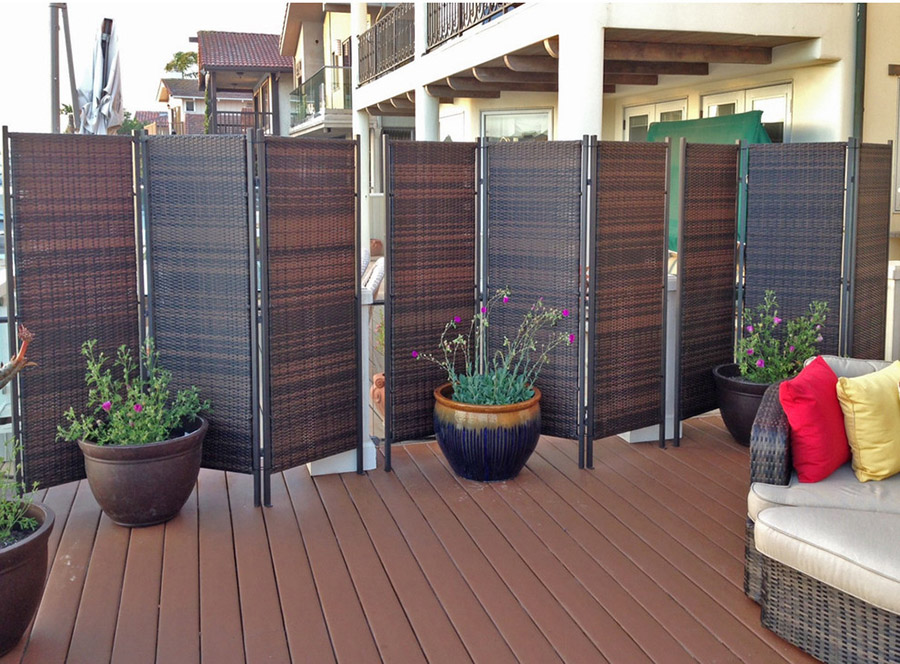 Outdoor folding privacy screen