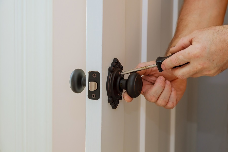 replacing a door knob